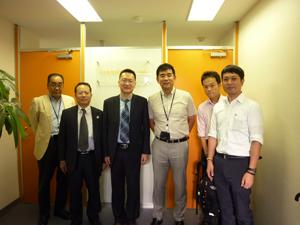 西安IT企業と島根県役所との記念写真